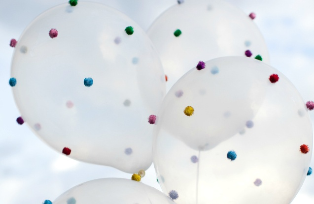 kids-birthday-party-diy-pom-pom-balloons